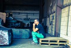 stahlwerk pause vor bramme (josefcramer.com) Tags: street leica people urban usa chicago ford 35mm river rouge photography town photo industrial foto general decay michigan strasse detroit streetphotography 9 chitown rangefinder menschen m motors explore summicron chi josef change streetphoto 24mm economic crisis cramer reise m9 illinoise stahlwerk chicagoist steelmill elmarit bramme strase messsucher strassenfotografie strasenfotografie strassenfoto stphotographia strassenphoto strassenphotographie