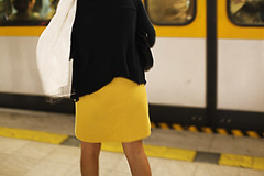 getting the coincidence (Elena Fedeli) Tags: woman white underground donna italia milano giallo tubestation coincidence bianco lombardia metropolitana nero yellowskirt yellowblack coincidenza gonnagialla