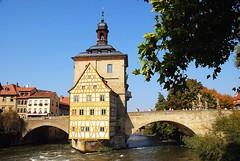 The Old Town Hall (Das alte Rathaus), Bamberg, Bavaria, Germany (suresh_krishna) Tags: travel bavaria europe bamberg altesrathaus oldtownhall regnitzriver gothicstructure bridgeoverregnitz