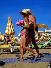 Cappelli di Paglia 2 (r_evolution63) Tags: jesolo jesololido lidodijesolo veneto italia italy europa europe provinciadivenezia spiaggia beach persone persons gente people coppia couple donna woman costume costumedabagno swimsuit beachlife colori colors ombrellone ombrelloni beachumbrella beachumbrellas cappello cappelli hat hats cappellodipaglia cappellidipaglia paglietta pagliette strawhat strawhats sony dscw7 compact
