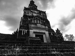 Crespi-Adda-V-13 (elettrico1977) Tags: tombe cimitero mausoleo fabbrica crespidadda patrimoniounesco
