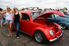 Di & Kate_8171 (Fast an' Bulbous) Tags: girl girls woman women blonde hot sexy vw volkswagen bugjam showshine show santa pod nikon d7100 gimp people outdoor