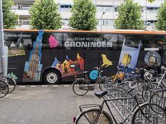 Citytour Groningen (Jeroen Hillenga) Tags: citytour citytourgroningen bus fietsen groningen stad straat street streetwise city cityscape netherlands nederland groningenbovennietsgaater kwinkenplein arriva vervoer transport bycicle tourism toerisme stadstour fietsenrekken bycicles