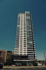 The Moderne - Milwaukee WI (Meridith112) Tags: themoderne milwaukee wi wisconsin 2016 summer june skyscrapper building architecture postmodern oldworldthirdstreet 2013 rinkachung nikon nikon2485 nikond610 midwest