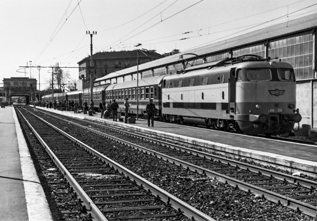 The world 39 s best photos of e444 and milano flickr hive mind - Treni vigevano milano porta genova ...