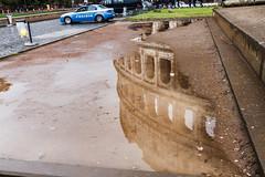 POLIZIA (jc.mendo) Tags: jcmendo canon 7d tamron 18270 reflejo reflection teatro coliseo roma policia polizia charco colosseo anfiteatro flavio italia