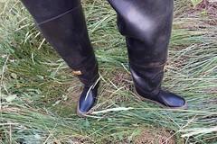 Bullseye Hood waders eager to explore. (essex_mud_explorer) Tags: waders watstiefel rubber boots thigh cuissardes gummistiefel bullseyehood bullseye hood silvertownuk madeinbritain