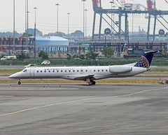 United Express Embraer ERJ-145LR (N13903) (dlberek) Tags: ewr newarkairport regionaljet unitedexpress newarkliberty kewr embraererj145 newarkinternational embraererj145lr n13903