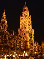 New Town Hall (Matthias Harbers) Tags: light sky building night photoshop canon germany munich mnchen bayern deutschland bavaria lights evening abend nacht himmel powershot illuminated labs dxo townhall rathaus marienplatz lichter topaz neuesrathaus g11 newtownhall gothicrevivalarchitecture angestrahlt georgvonhauberrisser