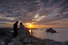 01 Ocaso entre amigos (Urugallu) Tags: color sol canon d50 mar flickr nubes ocaso amistad cantabria marcantabrico costaquebrada finaldeldia urugallu
