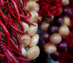 Il colore dei sapori forti. (jonnyamerica) Tags: color spicy peperoncino cipolle ortaggi roccadipapa sagradellacastagna
