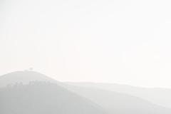 Laagjes in de bergen (Ron Mooij) Tags: white landscape grey haze nevel morocco maroc layers bergen wit marokko landschap grijs lagen laagjes klimaatenweer