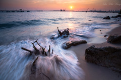 ::: Wednesday Sunset ::: (Lin Htet Aung (Living In Color)) Tags: sunset sun seascape water rock landscape singapore sony labradorpark leefilters sonya850