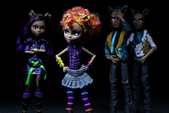 pick of the litter (pukunui81) Tags: longexposure lightpainting canon wolf dolls siblings envy jealousy howl werewolves gloating 550d clawd t2i howleen clawdeen canoneos550d monsterhigh