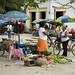 Gente al mercato nella Plaza de San Francisco