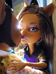 Through the city lights (Eilantha DamaIndaco) Tags: male werewolf wolf doll pack mattel playset figlia deadtired fashiondolls lupomannaro clawd deianira clawdeen monsterhigh uratha aroomtohowl