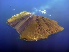 Eruzione vulcano Stromboli nelle isole Eolie (Luigi Strano) Tags: italy volcano europa europe italia sicily sicilia messina stromboli isoleeolie vulcani eruzioni