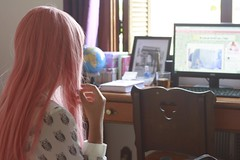 15 of 365  pink hair (medoteodorico) Tags: life pink color love window girl hair colorful day bokeh live janela simple menina girlie cabelo colorido desfocado