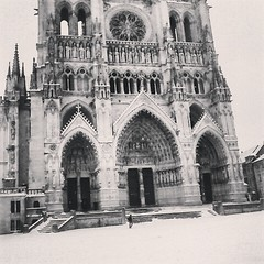 La cathdrale en hiver (alorollo) Tags: blackandwhite snow france weather 35mm photography blackwhite cathedral personal religion grain streetphotography neige vignette amiens picardie yearabroad sooc