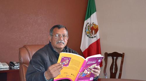 ALCALDE DE CORONADO PONE EL EJEMPLO Y RETOMA ESTUDIOS DE SECUNDARIA