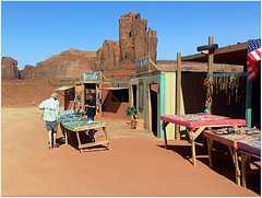 Un des vendeurs de bijoux au John Ford's Point. (Barbara DALMAZZO-TEMPEL) Tags: arizona usa threesisters navajo monumentvalley johnfordspoint ventedebijoux