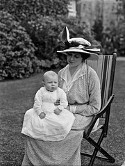Lady Duncannon with baby (National Library of Ireland on The Commons) Tags: ahpoole arthurhenripoole poolecollection glassnegative nationallibraryofireland ladyduncannon baby hat fashion peerage eric roberte ponsonby neuflize babyconfirmed bessborough roberteponsonby countessofbessborough frederickponsonby earlofbessborough