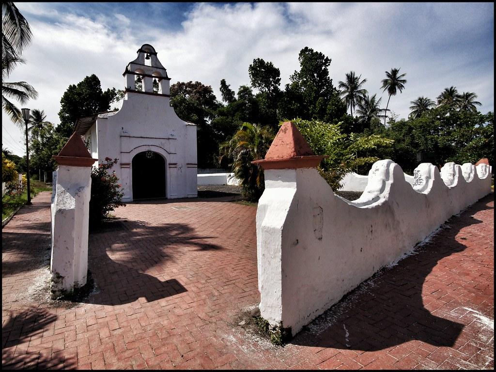Vista exterior de la Ermita del Rosario en La Antigua
