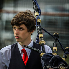 Piper (FotoFling Scotland) Tags: argyll dunoon event highlandgames piper scotland bagpipe cowalgathering scottish tie