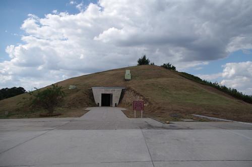 Tombeaux thraces de Svechtari : le Tumulus Ginina ou Tumulus aux Cayatides