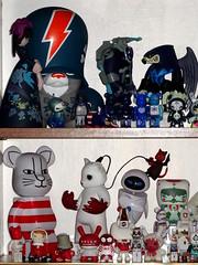 Display toys bleu et blanc. Aout 2016. (AGUILA81) Tags: toys arttoy jouet figurine artoyz medicom qee bearbrick berbrick collection collectible color couleur