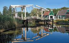 'Zaanse Schans'- Bridge (CosmoClick) Tags: wow schans museum openairmuseum arnhem bridge cosmoclicky dutch traditional