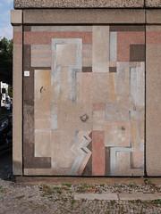 Die Farben. / 23.09.2016 (ben.kaden) Tags: berlin berlinmitte plattenbau tucholskystrase architekturderddr architektur kunstambau kunstderddr waschbeton 2016 23092016