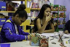 Elisngela Leite_Redes da Mar_1 (REDES DA MAR) Tags: americalatina biblioteca brasil complexodamare elisngelaleite favela infantil mare mariaclaramachado novaholanda ong oficinadeazulejo redesdamare riodejaneiro contaodehistoria leitura