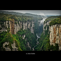 Canon de Itaimbezinho (Jess Gabn) Tags: brazil brasil landscape paisaje canyon riograndedosul itaimbezinho caon greatphotographers jessgabn mygearandme mygearandmepremium mygearandmebronze mygearandmesilver bestevercompetitiongroup