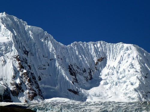 Nevado Chinchey 6309m ~ Plissés façon Issey Miyake