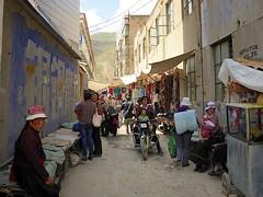 Busy market street in Rongpo Gyakhar, Tibet 2012 (reurinkjan) Tags: 2012 streetmarket བོད་ལྗོངས། ©janreurink tibetanplateauབོད་མཐོ་སྒང་bötogang tibetབོད repgongརེབ་གོང་།county tibetanབོད་པ rongpogyakharརོང་པོ་གྱ་ཁར་ tibetanethnicityབོད་རིགས།bodrigs tibetanབོད་པbodpa cultureརིག་གནས་rikné amdogyarongཨ་མདོ།རྒྱལ་རོང་fareasttibet ༢༠༡༢ marketཚོང་ར།tshongratsongra smallmarketplaceཚོང་ར་ཆུང་གྲསtshongrachunggrastsongrachungdré smallmarketplacebazaarཚོང་རྡལtshongrdaltsongdel motorcycleསྦག་སྦག་bakbak མོ་ཐོ་ཁྲེmototré མོ་ཐོmoto