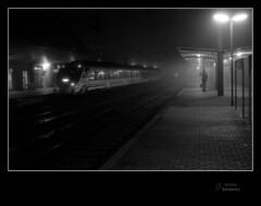 Se va camino de Avils (Argayu) Tags: train tren railways seleccionar