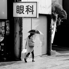 In spite of the sun (pascalcolin1) Tags: kyoto japan parapluie umbrella soleil sun ombre shadow photoderue streetview urbanarte noiretblanc blackandwhite photopascalcolin carr square