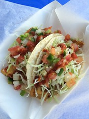 Fish & Shrimp Tacos (tiramisu_addict) Tags: streetfood foodtruck shrimptaco fishtacos rickysfishtacos