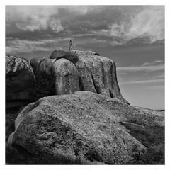 Toujours plus haut... (objet introuvable) Tags: blackandwhite bw beach bretagne nb noiretblanc clouds contrast contraste rocks rochers sea sky mer ciel lumixgx8 panasonic summer t