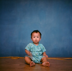 A-Deng, 1 year and 2 months (C.Kunta) Tags: rolleiflex35e  fujinps160 iso80 120 tlr  adeng boy