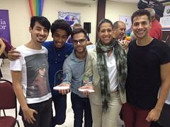 Georgiana e os youtubers do Põe na Roda com os prêmios