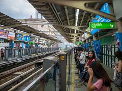 DSCF5932 (manuzirnheld) Tags: bangkok madmax traffic bts fujix20 fujifilm ratchaprasong victorymonument