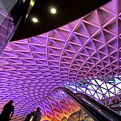 lattice #032 (Harry Halibut) Tags: allrightsreserved imagesoflondon images londonarchitecture londonbuildings colourbysoftwarelaziness publicartinlondon public art kings cross station new booking hall purple mauve violet organic pattern escalator people silhouette light geometric londonx1608230032 2016andrewpettigrew
