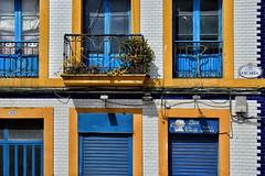 Azul (JC Arranz) Tags: españa asturias amarillo ciudad luz calle arquitectura azul casa nikon d3200 gijón fachada dia ventanas balcones