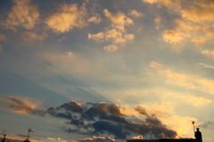 Evening Sunrays (Tony Howsham) Tags: canon eos70d sigma 18250 evening sky sun rays cloud