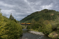 Fall is coming (Tom Trent) Tags: es44ac c44ah up unionpacific westfir officecoveredbridge willametteriver sd70m emd ge diesel locomotive freight train rail bridge cascades oregon oakridge rain clouds