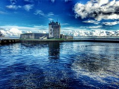 Broughty Castle #broughtyferry #castle #shore #instatravel (FotoFling Scotland) Tags: instagramapp square squareformat iphoneography uploaded:by=instagram broughtycastle broughtyferry dundee castle