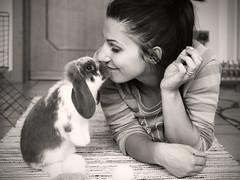 Mi fido di te.... (Ale*66*) Tags: amicizia friendship amore bunny love bunnylop monochrome blackandwhite portrait ritratto canon6d 50mm