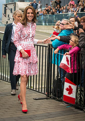 Catherine (Kate), Duchess of Cambridge arrives in Vancouver 2016 (Gord McKenna) Tags: gordmckenna gord mckenna kate william duke dutchess royalty vancouver downtown coal harbour yvonne royals duchess cambridge tour 2016 catherine red dress white drizzle jack poole plaza visit canada middleton herroyalhighnesstheduchessofcambridge countessofstrathearnandladycarrickfergus